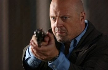 Michael Chiklis in una scena del film Rise: Blood Hunter
