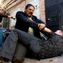 Efren Ramirez e Jason Statham in una scena del film Crank (2006)