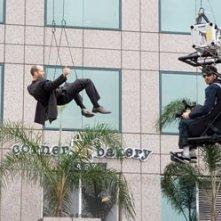 Jason Statham in una scena d'azione del film Crank
