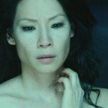 Una magnetica Lucy Liu in una scena del film La setta delle tenebre