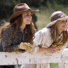Alison Lohman e Maria Bello in una scena del film Flicka