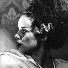 Elsa Lanchester nei panni leggendari de La moglie di Frankenstein
