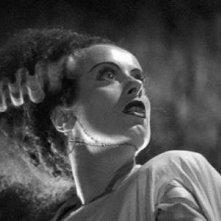 Elsa Lanchester in una scena di La moglie di Frankenstein
