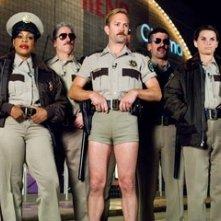 Kerri Kenney-Silver, Niecy Nash, Carlos Alazraqui, Thomas Lennon, Robert Ben Garant, Mary Birdsong e Wendi McLendon-Covey in una scena di Reno 911!: Miami