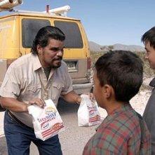 Luis Guzman in una scena del film Fast Food Nation