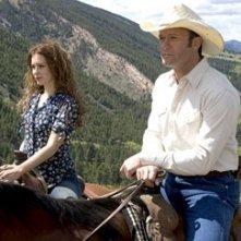 Tim McGraw e Alison Lohmanin una scena del film Flicka