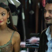 Elisa Sciuto accanto a Nicola Savino in una scena del film Agente Matrimoniale
