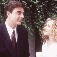 Chris Noth e Sarah Jessica Parker in una scena di Sex and the City, episodio Mancanza di sesso