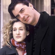 Sarah Jessica Parker con Chris Noth in una scena del primo episodio di Sex and the City