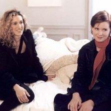 Sarah Jessica Parker e Cynthia Nixon in una scena di Sex and the City, episodio Autoerotismo