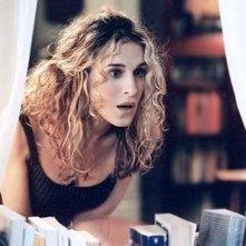 Sarah Jessica Parker in una scena di Sex and the City, episodio Mancanza di sesso