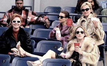 Kristin Davis, Cynthia Nixon, Kim Cattral e Sarah Jessica Parker in una scena di Sex and the City, episodio Le regole del lasciarsi