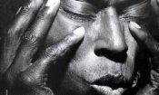 Don Cheadle nei panni di Miles Davis