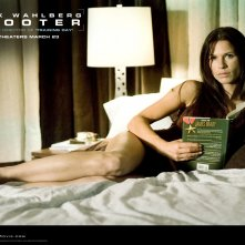 La bella Rhona MItra in un wallpaper del film Shooter