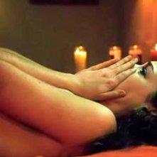 Anne Hathaway in una sensuale scena del film Havoc