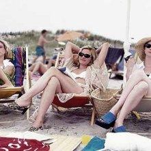Cynthia Nixon, Sarah Jessica Parker, Kim Cattrall in una scena di Sex and the City, episodio Meglio giovani o mature?