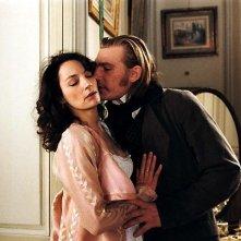 Guillaume Depardieu e Jeanne Balibar in una scena del dramma romantico La duchessa di Langeais