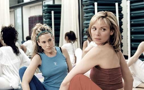 Sarah Jessica Parker e Kim Cattrall in una scena di Sex and the City, episodio L'amico per il sesso