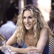 Sarah Jessica Parker nei panni di Carrie in una scena di Sex and the City, episodio Ti è piaciuto?