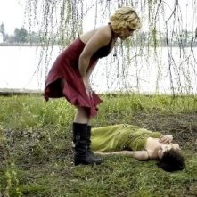 Shannyn Sossamon e Pink in una scena del film Catacombs
