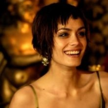 una sorridente Shannyn Sossamon in una scena del film Catacombs
