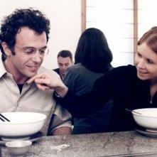 Cynthia Nixon e David Eigenberg in una scena di Sex and the City, episodio Il momento giusto