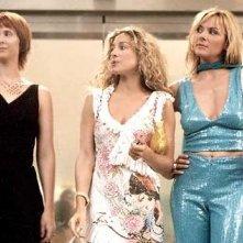 Cynthia Nixon con le amiche Sarah Jessica Parker e Kim Cattrall in una scena di Sex and the City, episodio Fuga dalla città