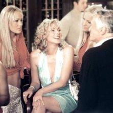 Kim Cattrall e Hugh Hefner in una scena di Sex and the City, episodio L'apparenza conta?