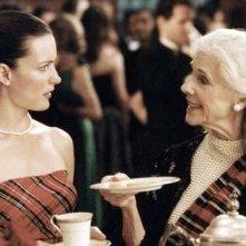 Kristin Davis e Frances Sternhagen in una scena di Sex and the City, episodio Basta dire sì