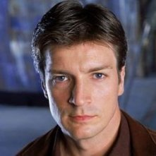 Nathan Fillion è il Capitano Malcolm 'Mal' Reynolds nel serial Firefly