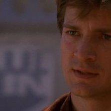 Nathan Fillion in una scena di Firefly, episodio Serenity