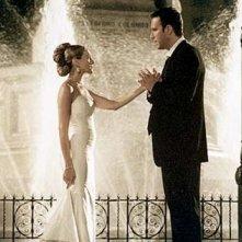 Sarah Jessica Parker e John Corbett in una scena di Sex and the City, episodio Cambio d'abito