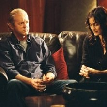 Carrie-Anne Moss e David Morse in una scena del film Disturbia