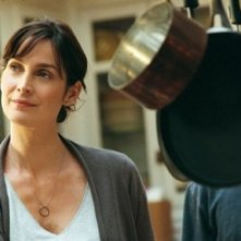 Carrie-Anne Moss in una scena del film Disturbia