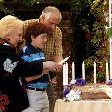 Doris Roberts, Daryl Sabara e Garry Marshall in una scena del film Al passo con gli Steins