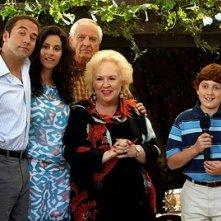 Jeremy Piven, Jami Gertz, Doris Roberts, Daryl Sabara e Garry Marshall in una scena del film Al passo con gli Steins