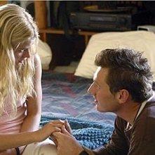 Emilie de Ravin accanto a Keir O'Donnell nell'episodio 'Un figlio' di Lost