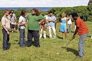 Harold Perrineau, Dominic Monaghan, Jorge Garcia e Ian Somerhalder  giocano a golf davanti al resto del gruppo nell'episodio 'Solitudine' di Lost