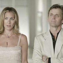 Sarah Jessica Parker e Mikhail Baryshnikov in una scena di Sex and the City, episodio Uno