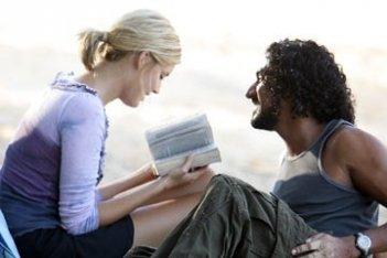 Maggie Grace e Naveen Andrews nell'episodio 'Ragione e sentimento' di Lost