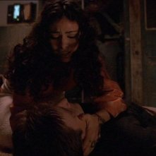 Nathan Fillion e Morena Baccarin in una scena di Firefly, episodio La signora Reynolds