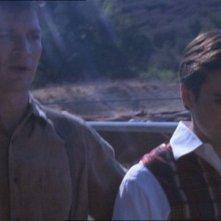 Nathan Fillion e Sean Maher in una scena di Firefly, episodio Frontiere selvagge