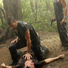Naveen Andrews, Matthew Fox e William Mapother nell'episodio 'Ritorno' di Lost