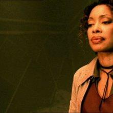 Gina Torres in una scena di Firefly, episodio Senza ossigeno