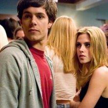Kristen Stewart e Adam Brody in una scena de Il bacio che aspettavo