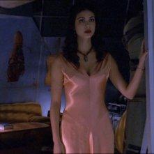 Morena Baccarin in una scena di Firefly, episodio Senza ossigeno