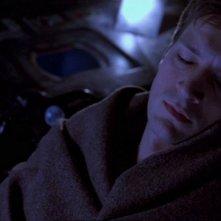 Nathan Fillion in una scena di Firefly, episodio Senza ossigeno