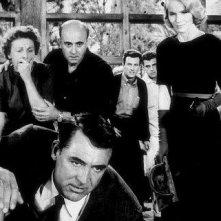 Eva Marie Saint con Cary Grant in una scena di Intrigo Internazionale