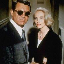 Eva Marie Saint accanto a Cary Grant in una scena di Intrigo Internazionale