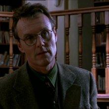 Anthony Head in una scena di Buffy - L'ammazzavampiri, episodio La riunione